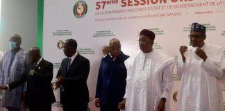 Les présidents du Burkina Faso ( Roch Marc Christian Kaboré), du Ghana (Nana Akufo-Addo), de la Côte d'Ivoire (Alassane Dramane Ouattara), du Niger (Mahamadou Issoufou), du Nigeria (Muhammadu Buhari) et le président de la Commission de la Cédéao, Jean-Claude Brou (3e en partant de la droite), le 7 septembre 2020, à Niamey. Photo : AFP / Boureima Hama